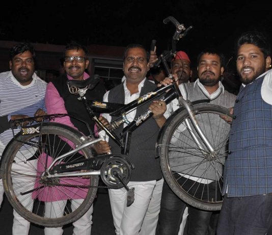 Akhilesh Singh Yadav supporters celebrating in front of Akhilesh Singh Yadav residence in Lucknow after cycle symbol was allotted to Akhilesh Singh Yadav by Election Commission