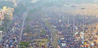 Protestors at Marina Beach, Chennai, expressing their anger at the court order on Jallikattu. Photo: UNI