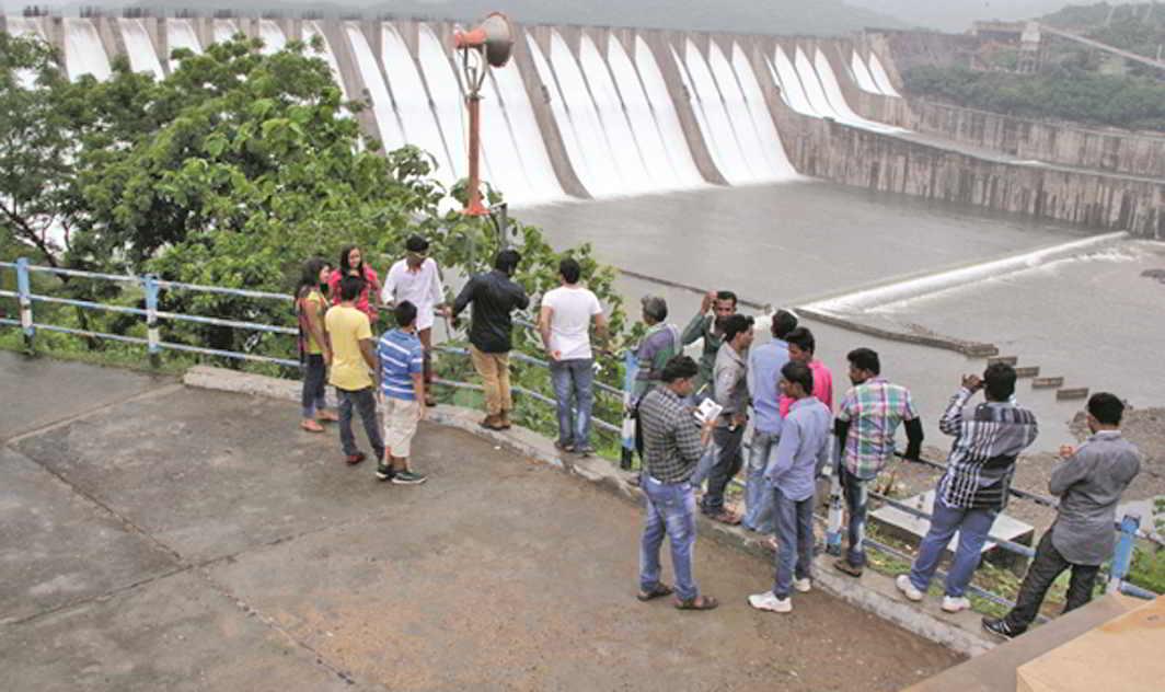 Visitors At The Sardar Sarovar Dam