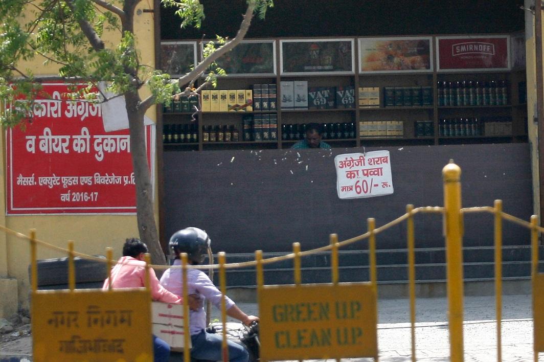 A liquor shop on NH-58 in Ghaziabad. Photo: Anil Shakya