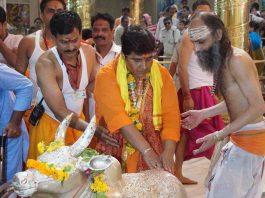 A file picture of Sadhvi Pragya Thakur, an acccused in Malegaon blast case offering worship at Mahakaleshwar temple in Ujjain. Photo: UNI