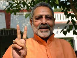 BJP candidate from Nawada Parliamentary constituency Giriraj Singh flashes a victory sign after being granted bail in a case of alleged hate speech in Patna. Photo: UNI