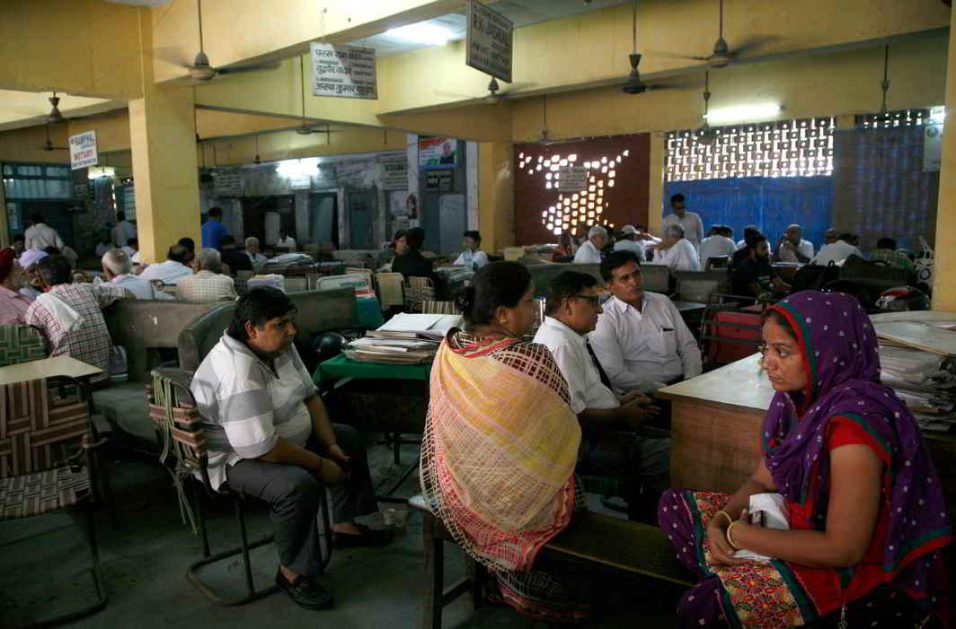 Litigants waiting at the Gurgaon District Court complex. Photo: Anil Shakya