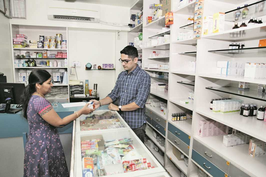Transferring decision-making from doctors to pharmacists is likely to make consumers more vulnerable. Photo: UNI