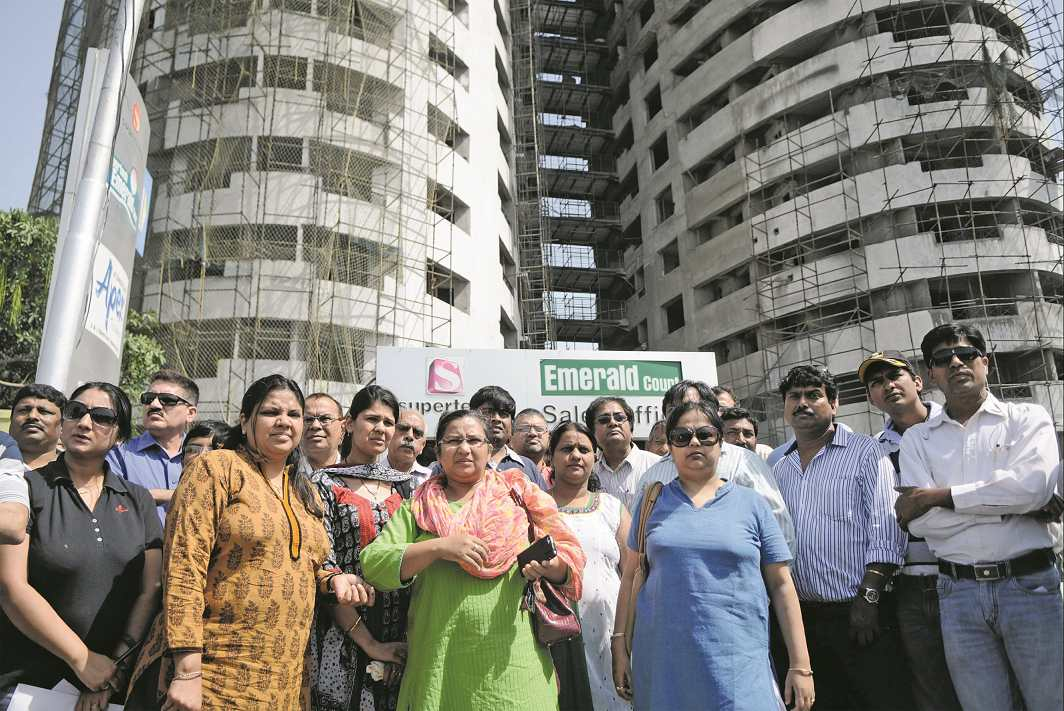 Buyers of the towers illegally constructed by Supertech in NOIDA demonstrate following the Allahabad High Court's order to demolish them