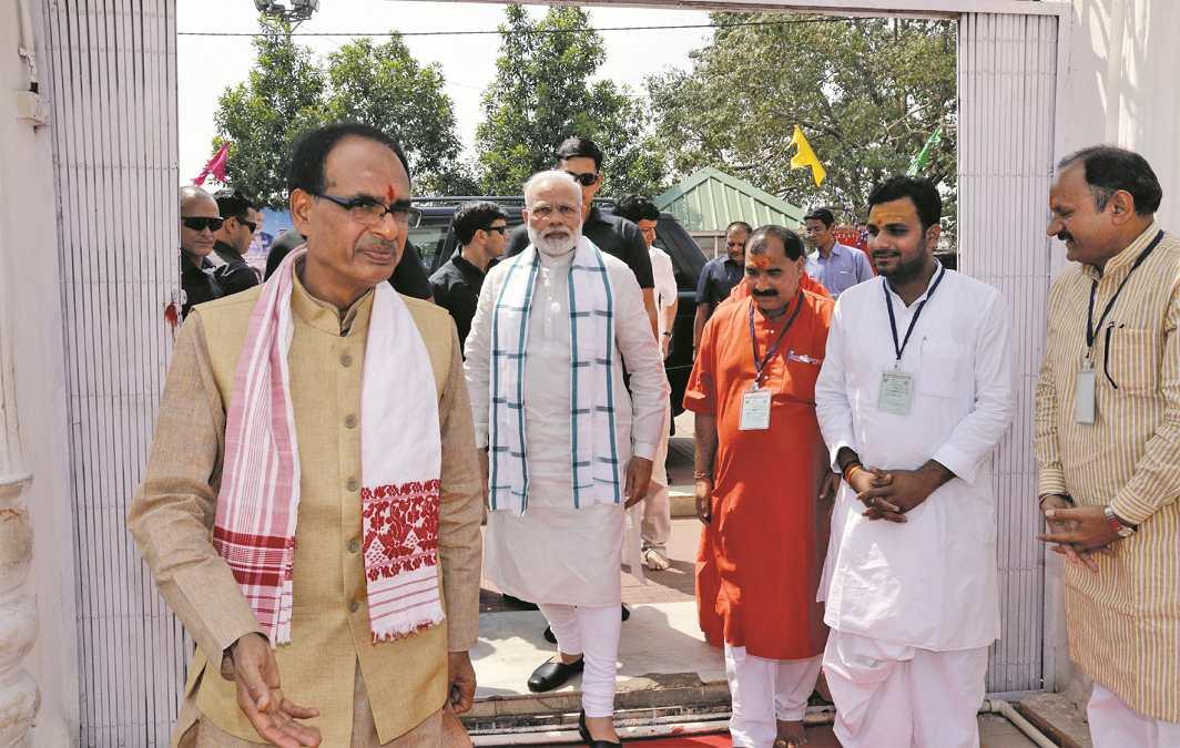 Chief Minister Shivraj Singh Chouhan invited Prime Minister Modi at the closing ceremony of the Narmada Yatra