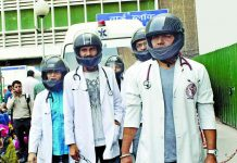 More than 1,000 doctors turned up for work at AIIMS in March to protest against attacks on them by patients, their relatives and friends. Photo: UNI