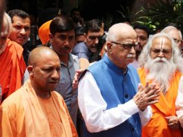 Advani with UP CM Yogi Adityanath in Lucknow. Photo: UNI