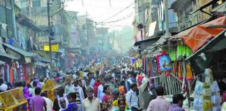 Devotees throng Ayodhya, after taking a holy dip in Saryu river on the occasion of Ram Navami. Photo: UNI