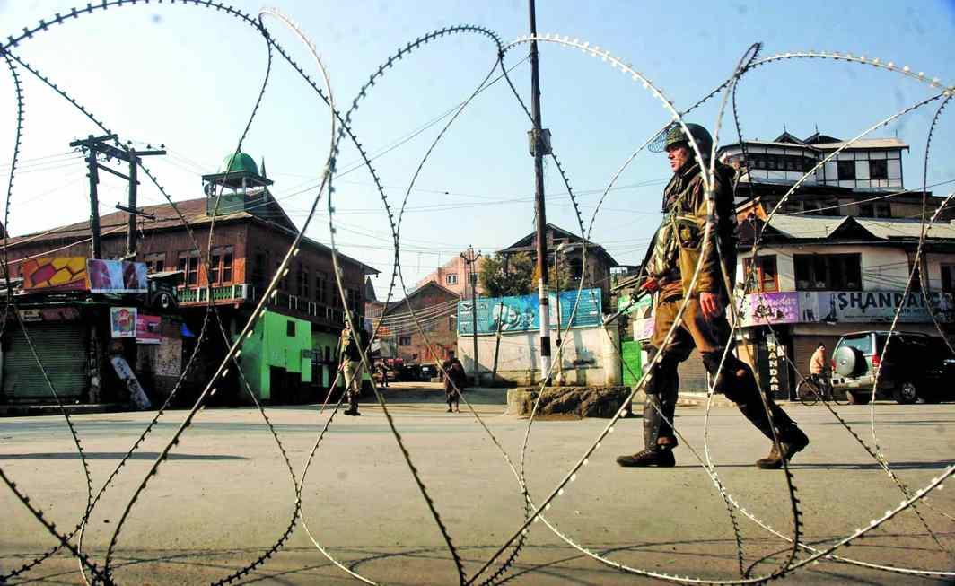 Army maintains vigil in Srinagar. Photo: UNI
