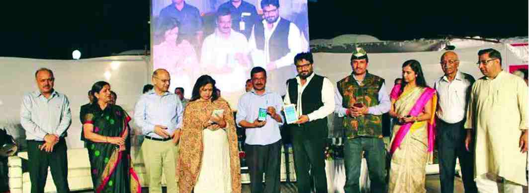 The NDMC-311-app was launched by Delhi Chief Minister Arvind Kejriwal (fourth from left) in 2016
