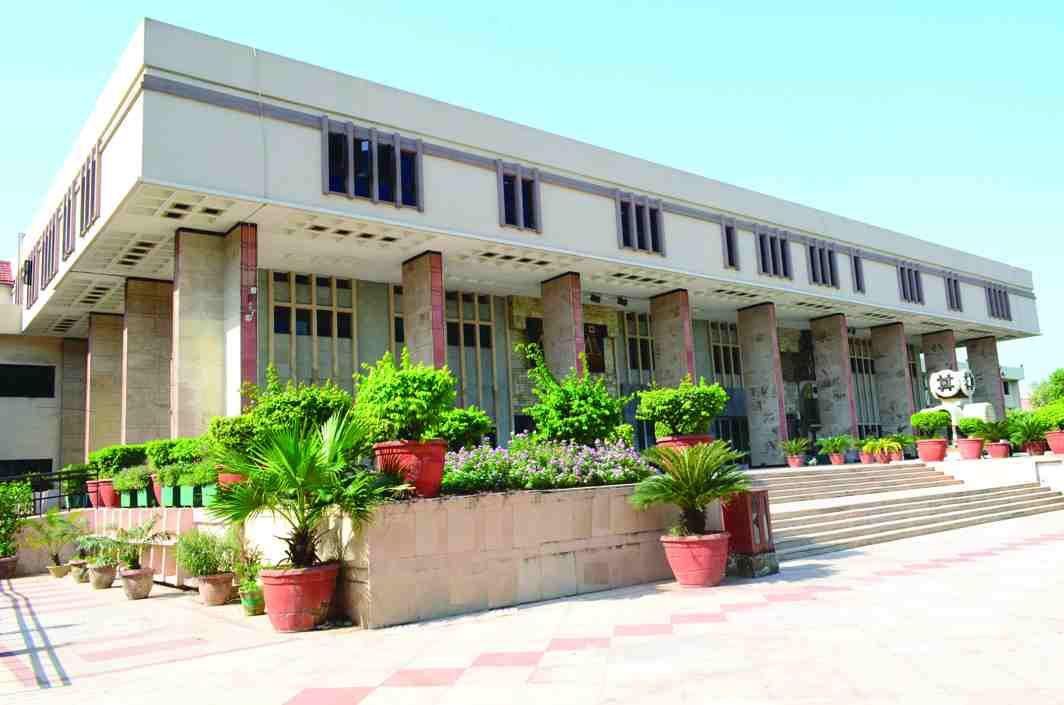 The Delhi High Court has passed conflicting judgments in similar cases