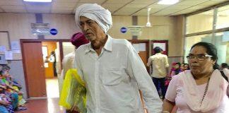 Capt Chand Singh (retd) with Murti Devi after a hearing at Tis Hazari courts. Photo: Bhavana Gaur