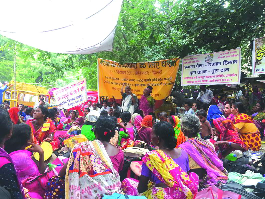 Activist Aruna Roy speaking at a MGNREGA protest in Delhi recently. Photo: Ankita Aggarwal