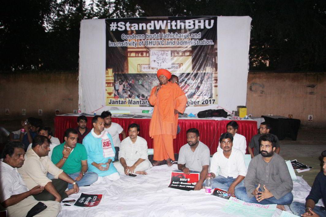 Activist Swami Agnivesh participating in the protest. Photo: Bhavana Gaur