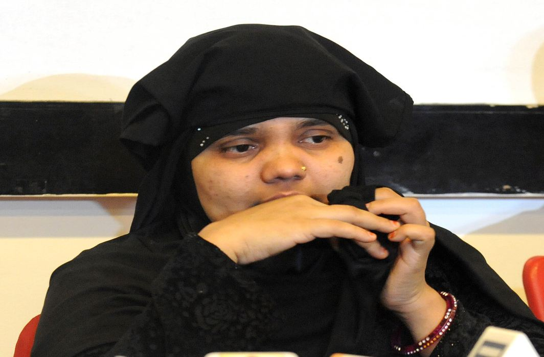 SC seeks Gujarat's response in Bilkis Bano case's cop convicts