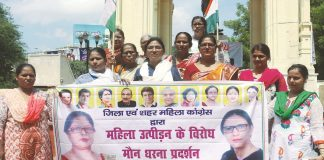 Uttar Pradesh Mahila Congress workers holding a silent protest over Bulandshahr gangrape, in Lucknow. Photo: UNI