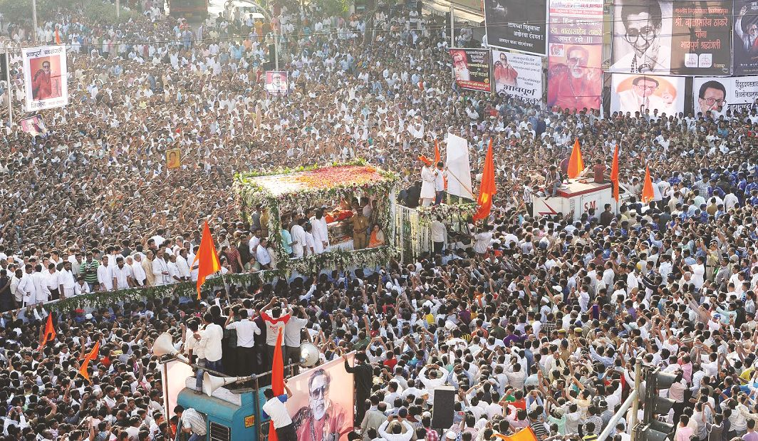 Shiv Sena leader Bal Thackeray's funeral procession. Photo: writeriot.blogspot.in