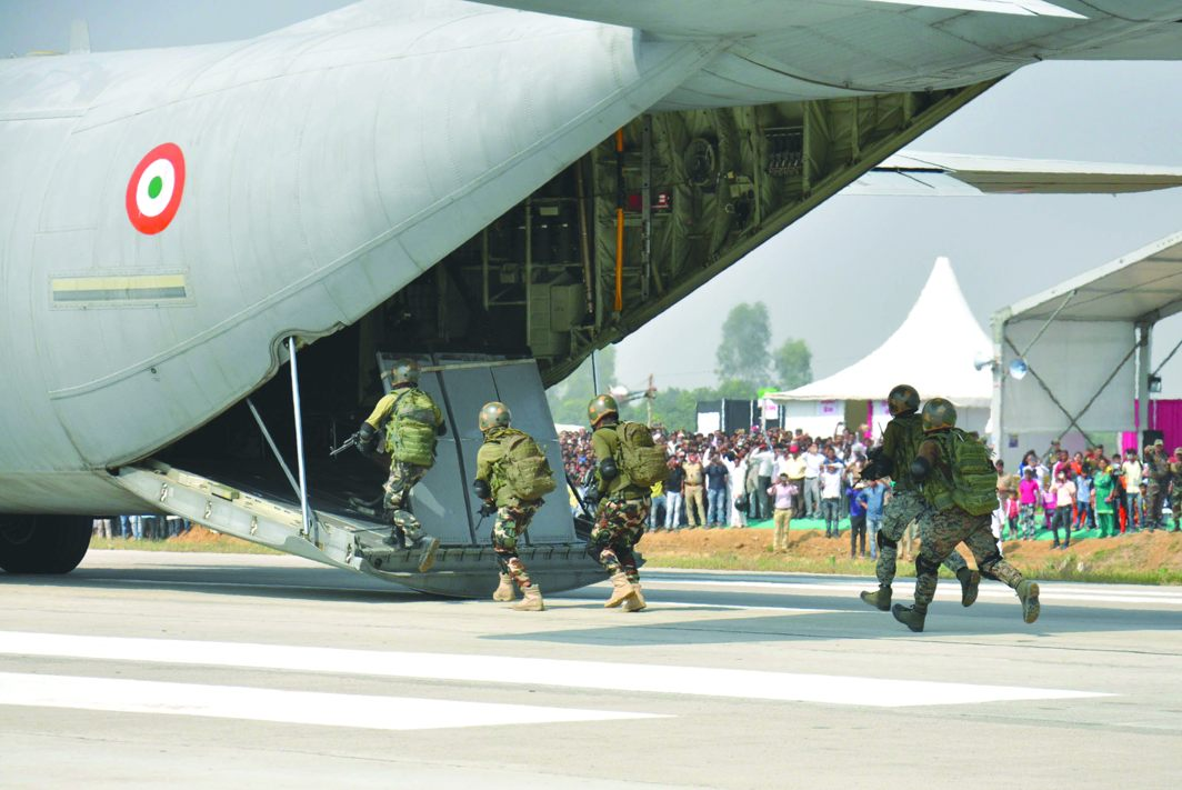 Security personnel boarding a C-130 during the demonstration. Photo: UNI