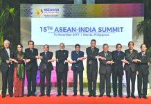 Prime Minister Narendra Modi along with other leaders who attended the ASEAN-India Summit in Manila, Philippines. Photo: UNI