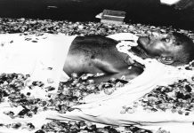 The body of Mahatma Gandhi lying at Birla House in New Delhi. Photo: www.oldindianphotos.in