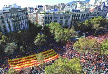 The March for Unity advances along a Barcelona street. Photo: UNI