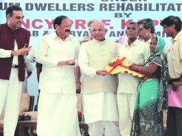 Beneficiaries under the Slum Rehabilitation Scheme receiving flats from the Governor of Punjab and Haryana, Kaptan Singh Solanki, and the then minister of housing and urban poverty alleviation, M Venkaiah Naidu, in Chandigarh. Photo: UNI