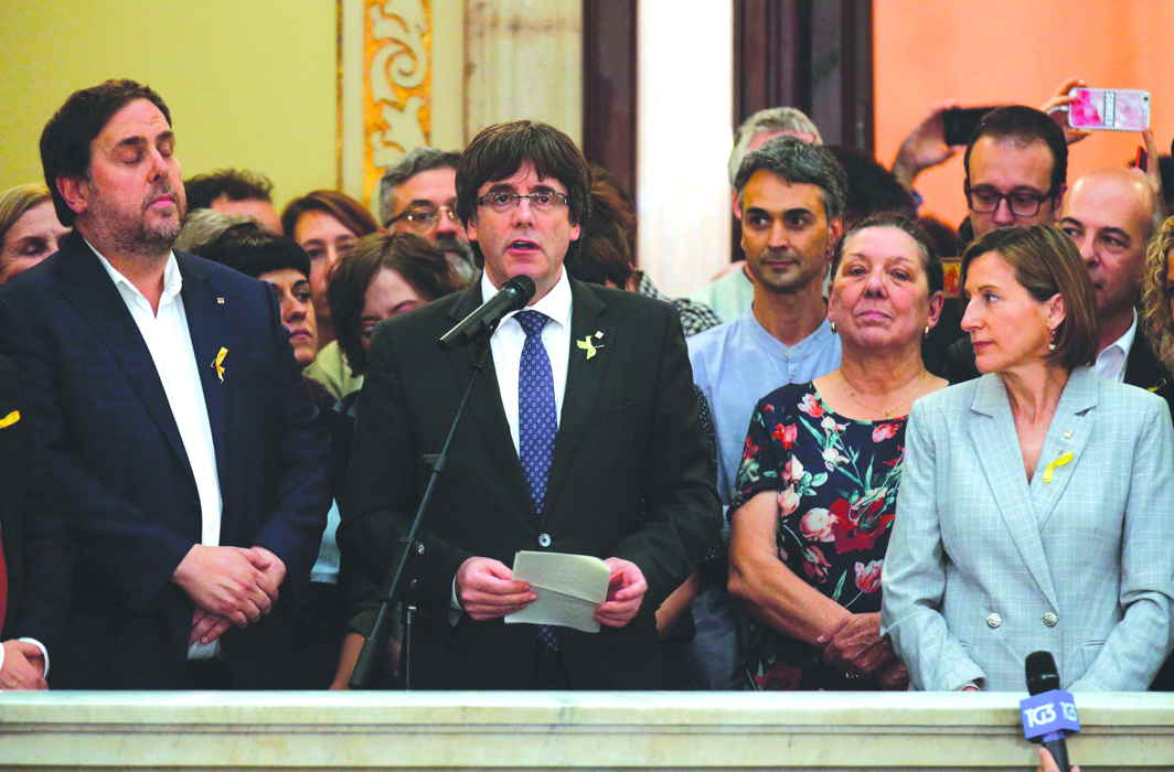 Separatist leader Carles Puigdemont speaks after the regional parliament declared Independence. Photo: UNI