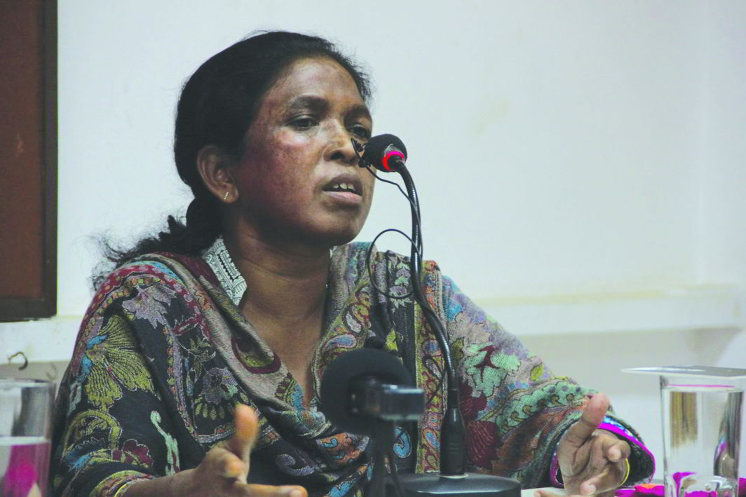 Soni Sori, victim of sexual violence by the police, speaking to the press. Her torturer, SP Ankit Garg, was awarded a police medal