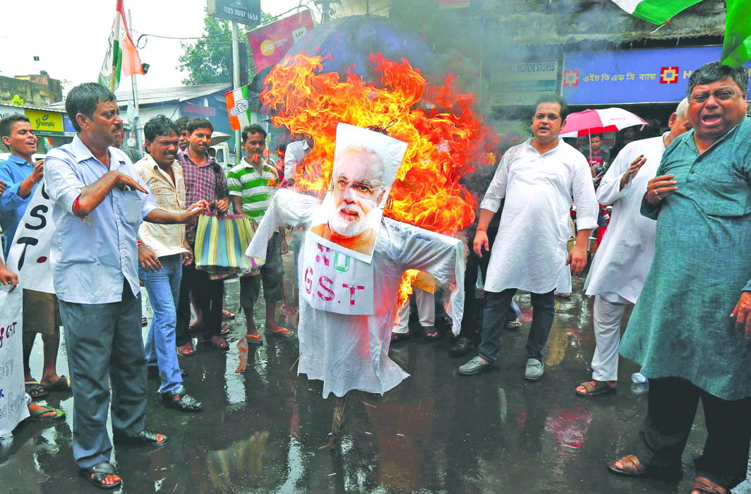 GST protesters burn an effigy of the PM in Kolkata. Photo: UNI