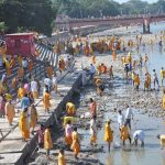 People cleaning river Ganga at Har ki Pauri, Haridwar. Photo: UNI