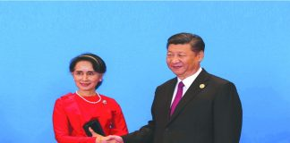 Myanmar State Counsellor Aung San Suu Kyi and Chinese Premier Xi Jinping (R) in Beijing. Photo:UNI