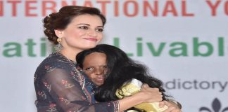 Actress Diya Mirza with acid attack victim Laxmi at a youth conclave in Lucknow. Photo: UNI