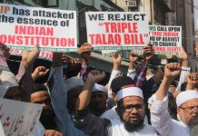 Muslim men in Mumbai protest against the Bill while women/Photo: UNI