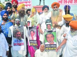 Family members of 1984 anti-Sikh riots victims stage a protest in Amritsar. Photo: UNI
