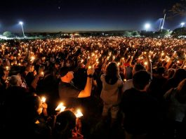 People attend a candlelight vigil the day after a shooting at Marjory Stoneman Douglas High School in Parkland, Florida, US (file picture)/Photo: UNI