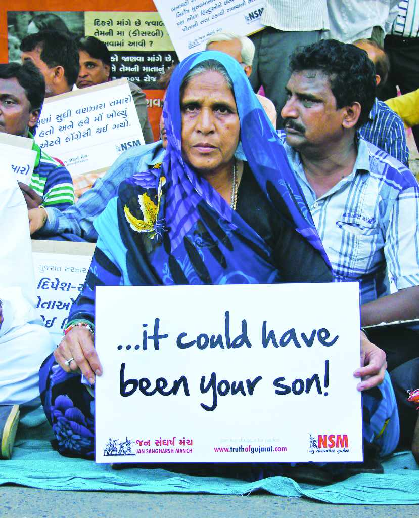 Mother of Tulsiram Prajapati demanding justice for his son killed in a fake encounter. Photo: truthofgujarat.com