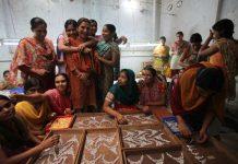 Women rescued from immoral trafficking working at a craft centre in Maharashtra/Photo: www.rescuefoundation.net