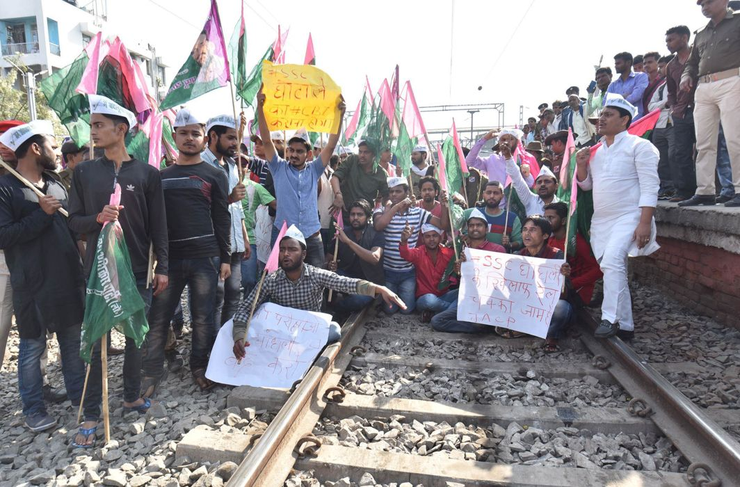 Jan Adhikar Party activists during Rail Chakka Jam demanding for CBI probe against the Staff Selection Commission (SSC) scam at Rajendra Nagar Terminal in Patna/ Photo: UNI