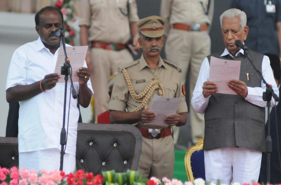 Karnataka Governor Vajubhai Vala (right) administering the oath to HD Kumaraswamy at the swearing-in ceremony