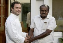 Kumaraswamy takes oath as Karnataka CM, united Opposition turns up