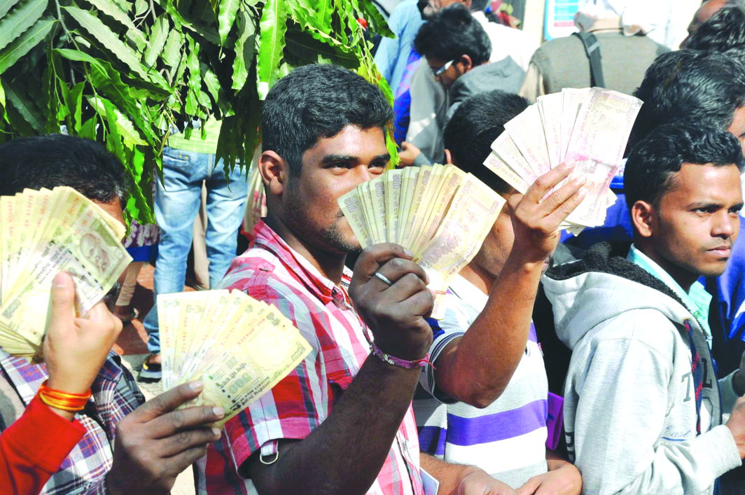 An ordinance was issued in 2016 to outlaw the old Rs 500 and Rs 1,000 notes. Photo: UNI