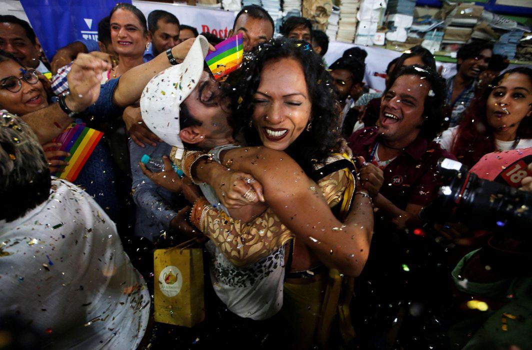 Supporters of the LGBT community celebrate the Supreme Court's verdict/Photo: UNI