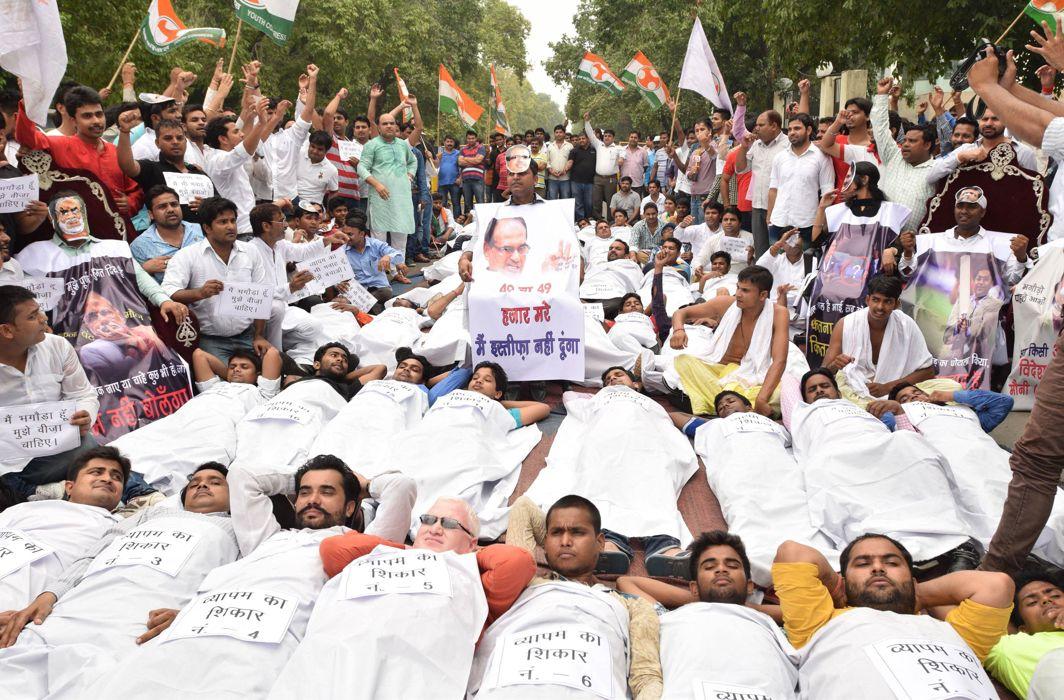Youth Congress activists demanding the resignation of MP CM Shivraj Singh Chouhan