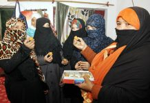 Muslim women celebrating after the passage of the instant triple talaq bill in the Lok Sabha/Photo: UNI
