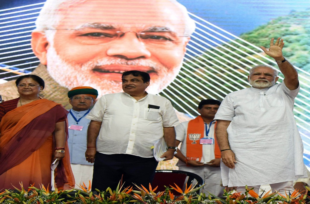 (L-R) Rajasthan Chief Minister Vasundhara Raje; Union minister Nitin Gadkari and Prime Minister Narendra Modi at a function in Rajasthan/Photo: UNI