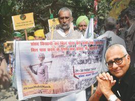 Farmers from different states at the Kisan Mukti March in Delhi. Led by the All India Kisan Sangharsh Coordination Committee, they were demanding loan waivers and better prices for their produce/Photo: UNI