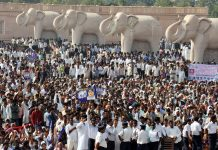 A deluge of BSP supporters at the Kanshi Ram memorial in Lucknow/Photo: UNI