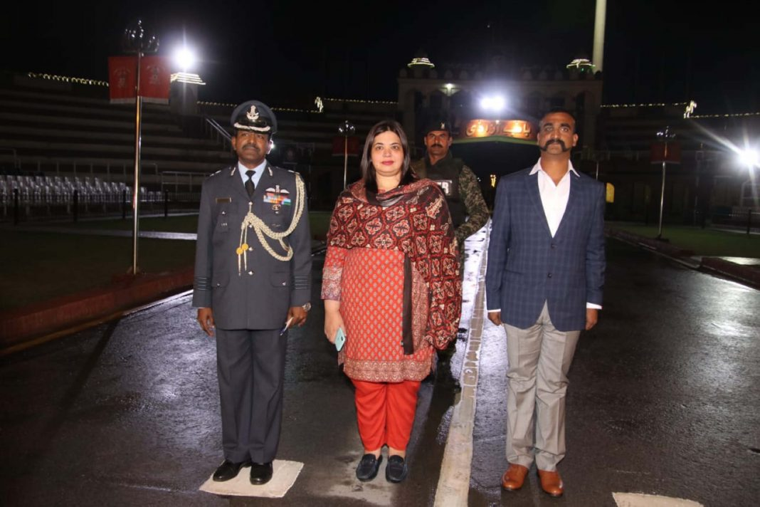 Wing Commander Abhinandan Varthaman (right) at the Wagah border during a handover ceremony on March 1, 2019/Photo: UNI