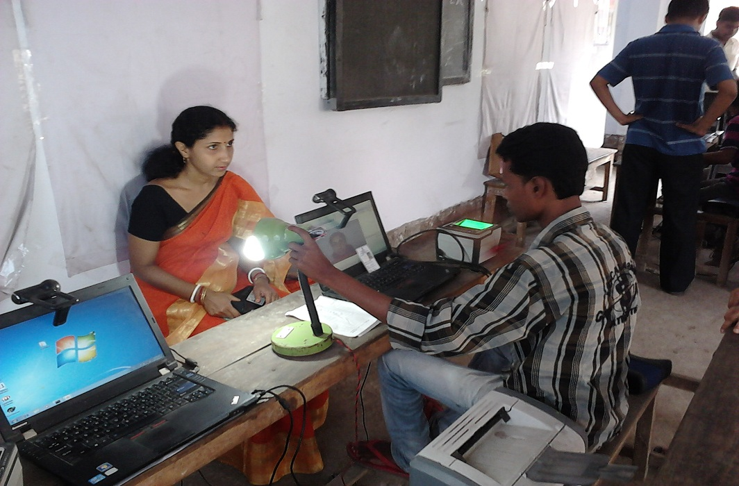 A woman at an Aadhaar registration centre in Howrah, West Bengal/Photo: commons.wikimedia.org